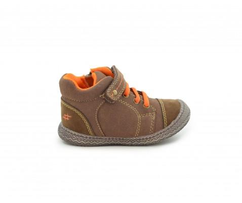 Zapatilla deportiva niño con cremallera y velcro marrón