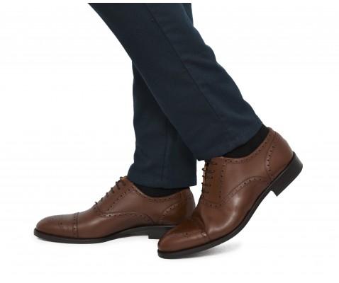 Zapato de vestir cordones picado castaña