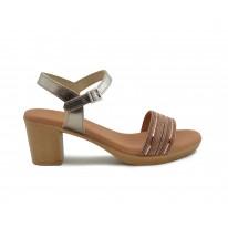 Sandalia piel tacón tira abalorios roble