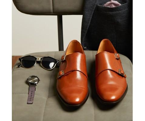 Zapato de vestir dos hebillas cuero