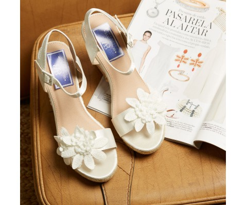Cuña de esparto novia flor blanco
