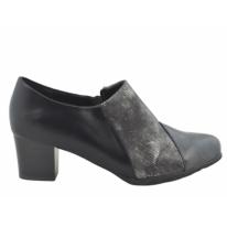 Zapato cómodo tacón abotinado negro