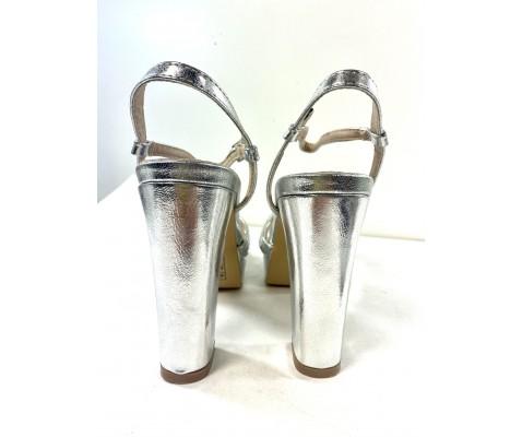 Sandalia fiesta moña plata metalizada