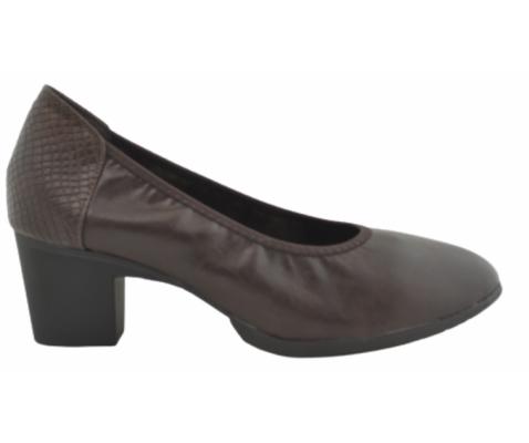 Zapato de salón elástico marrón