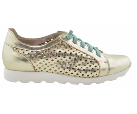 Zapato ligero troquelado piel champán