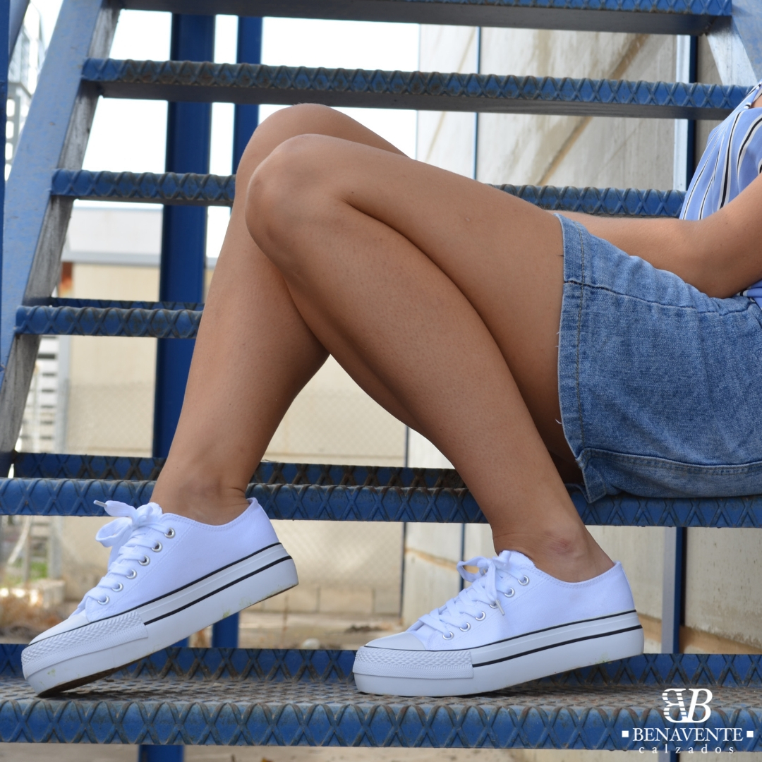 zapatilla deportiva doble piso blanca